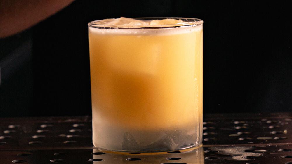 Gold Rush bourbon Cocktail
